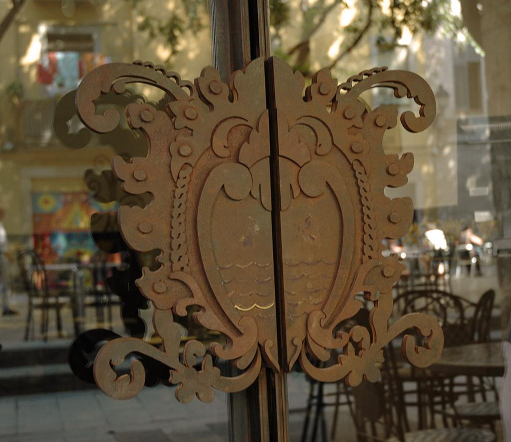 Restaurante 1942, replica baldosas en corten.