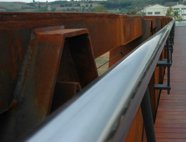 Puente en acero corten, detalle