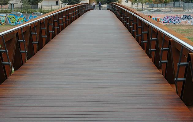 Puente en acero corten