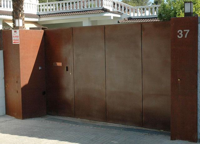 Puerta acero corten proceso de oxidaci n for Acero corten perforado oxidado