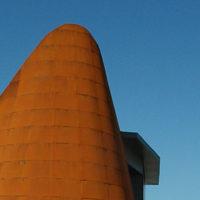 gran fachada en acero corten para una iglesia